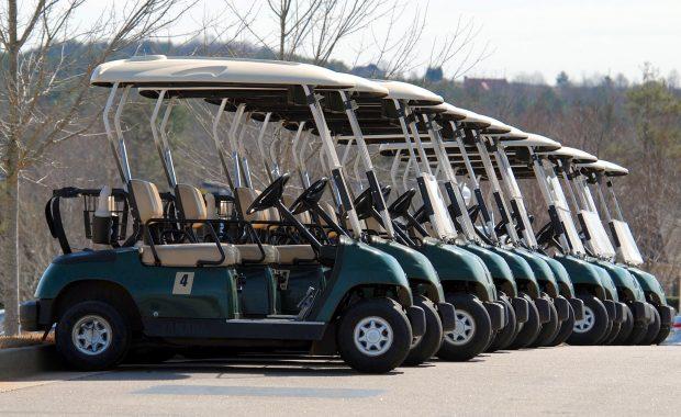 De voordelen van een elektrische golfkar op een rijtje